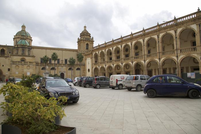 Rifiuti in strada, multa dopo esame, l'esempio virtuoso di Mazara del Vallo