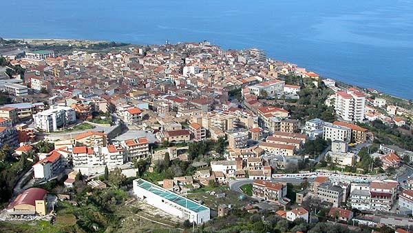 Deruba la vicina di casa, ventisettenne nei guai a Santo Stefano di Camastra