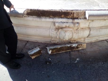 Danneggiata fontana Pretoria a Palermo