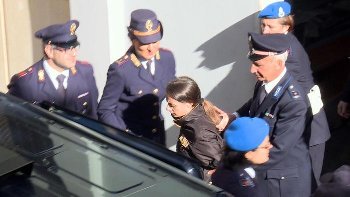 Loris, condanna a 30 anni per la madre. Veronica piange: sono innocente