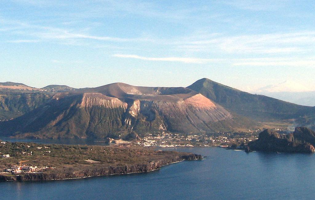 Vulcano nella top ten delle isole italiane