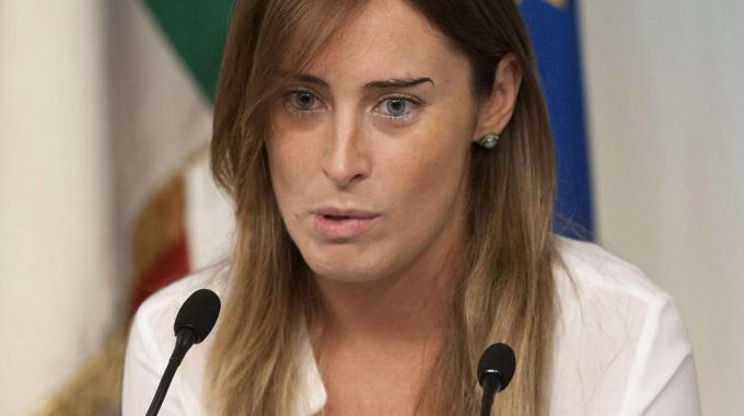 Elena Boschi valuta se aiutare o meno i precari siciliani