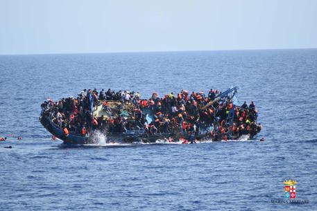 Migranti: tre morti a largo Lampedusa
