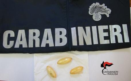 Tre ovuli eroina in stomaco, arrestato