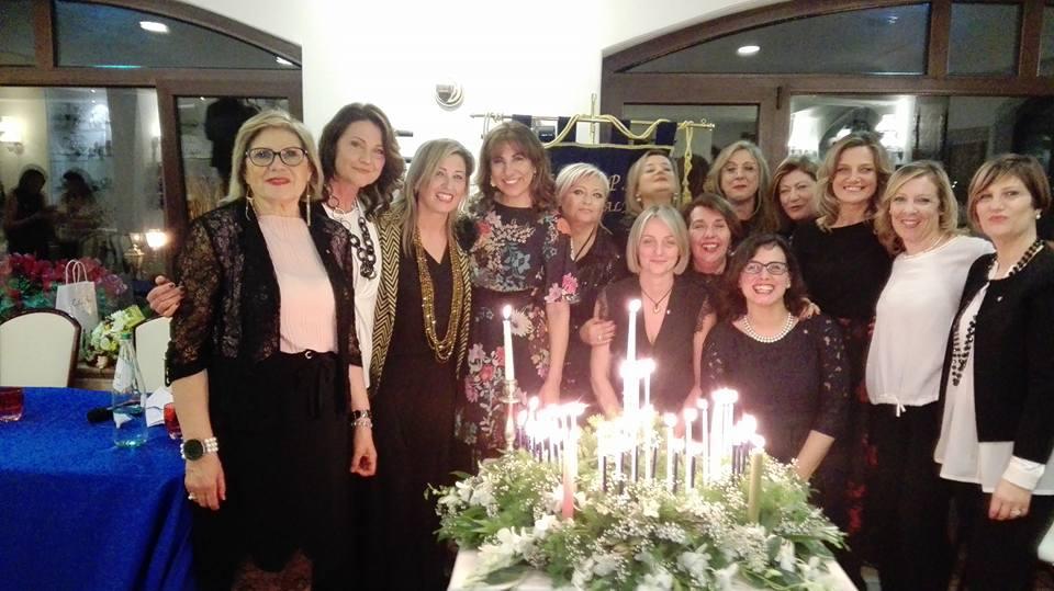 """La cerimonia della """"Candle night"""" di Milazzo"""
