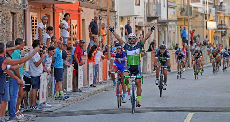 Daniele Calafiore vince il trofeo Crisafulli di ciclismo di Milazzo