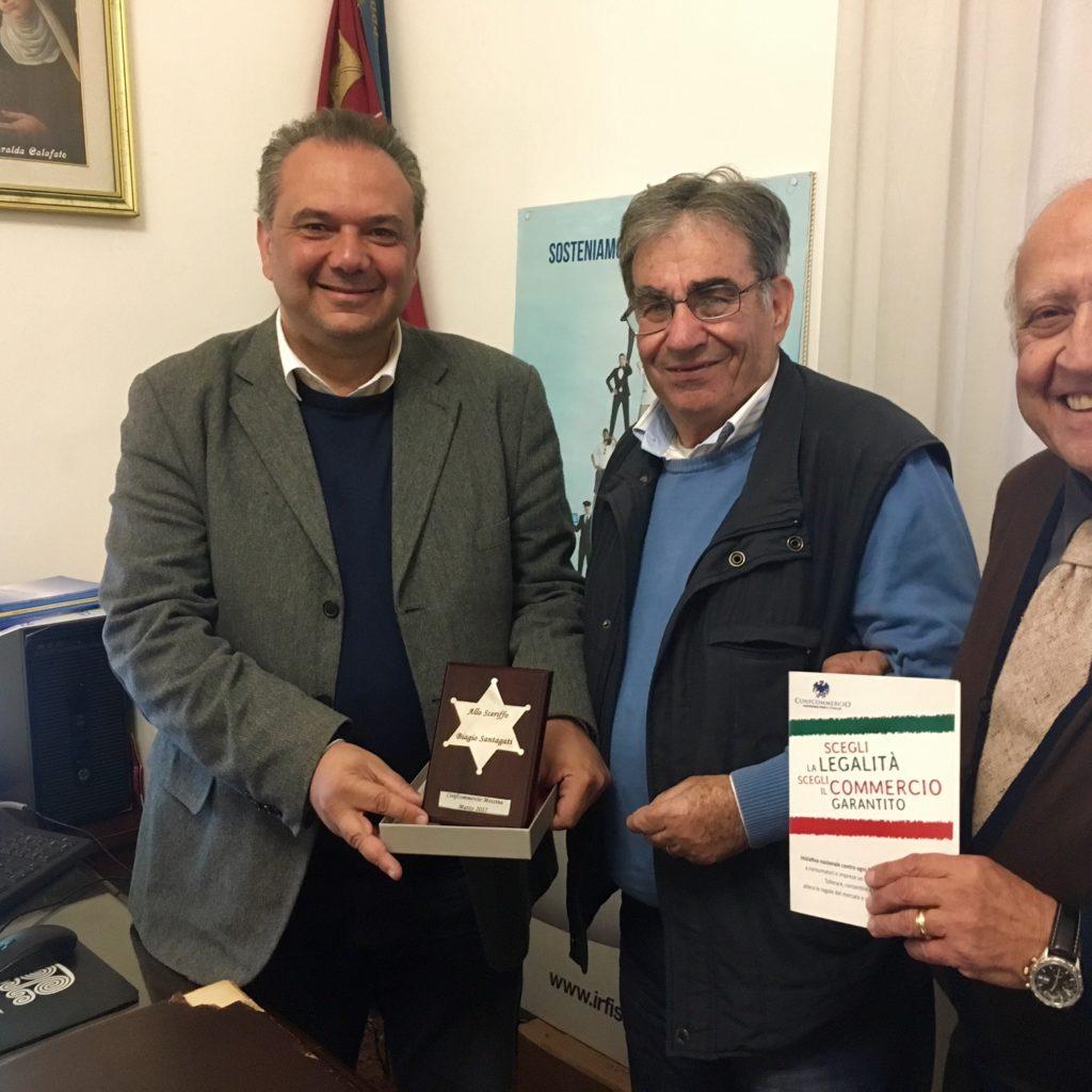 """Messina/ Consegnata la """"Stella"""" della Confcommercio all'ispettore dei vigili urbani Biagio Santagati"""