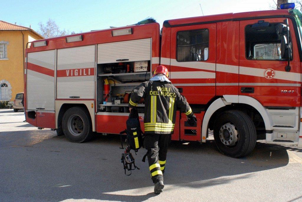 Tenta il suicidio dando fuoco alla sua casa, salvato da Carabinieri e Vigii del Fuoco