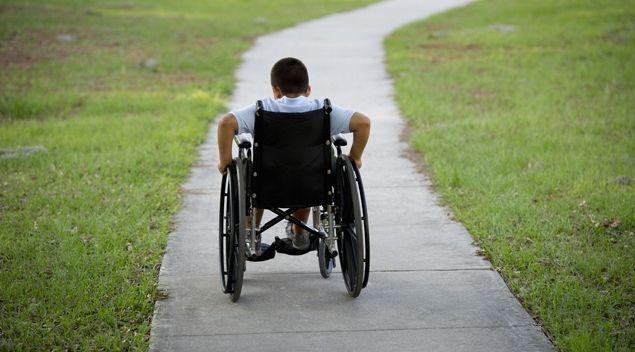 Nicolosi/ Cacciati dalla pizzeria perché disabili