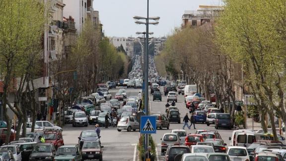 Messina nella morsa del traffico, dura protesta dei sindacati