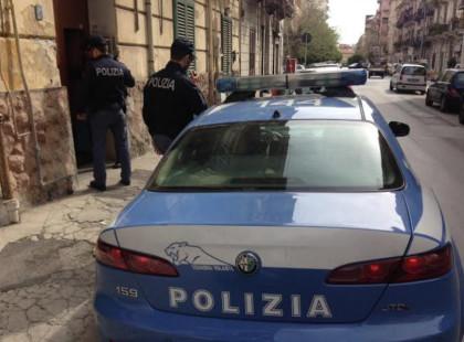 Palermo/ Giovane si lancia dal quinto piano sotto gli occhi della mamma