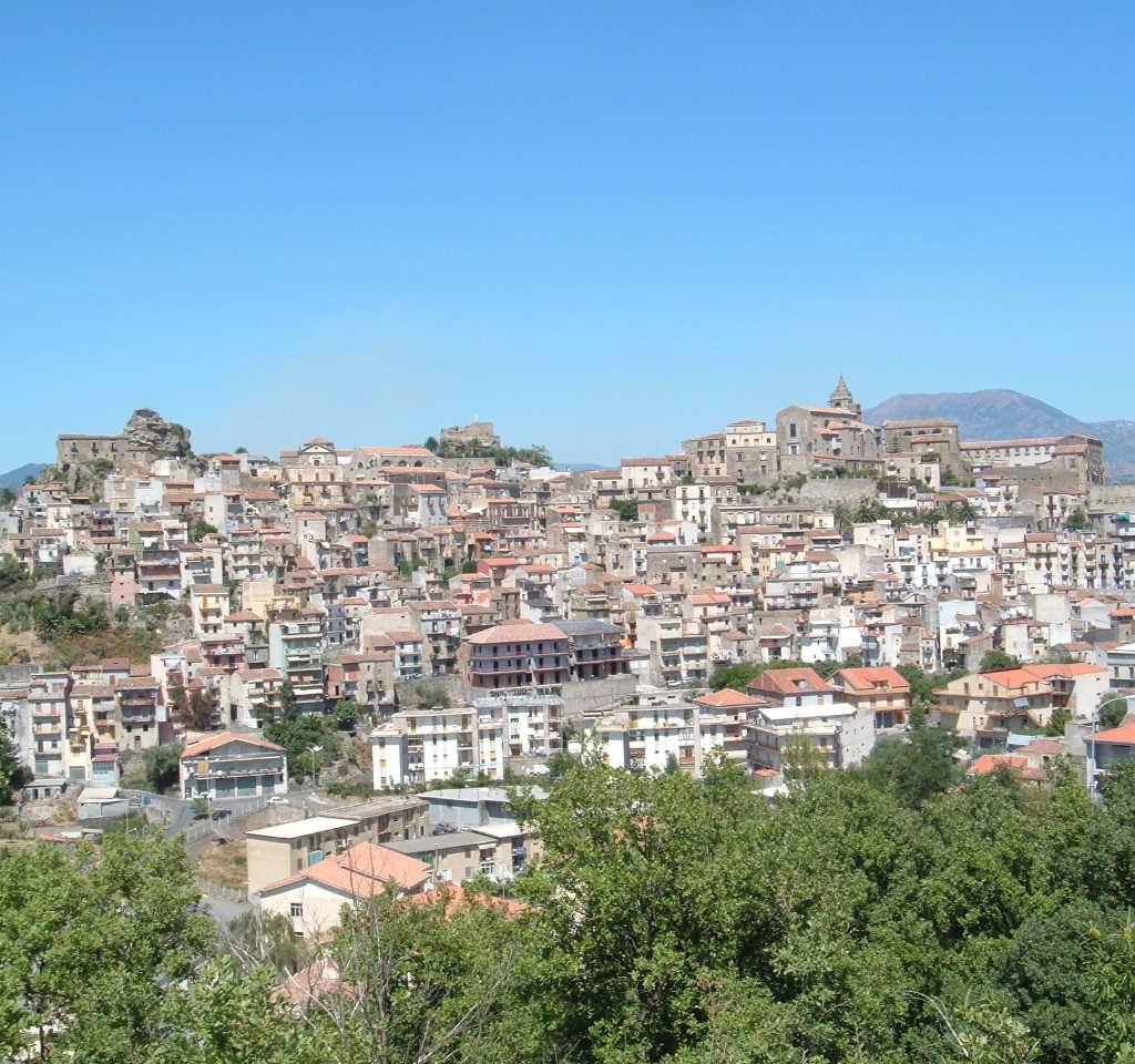 Dramma a Francavilla di Sicilia: anziano si spara, il fratello sotto choc si impicca