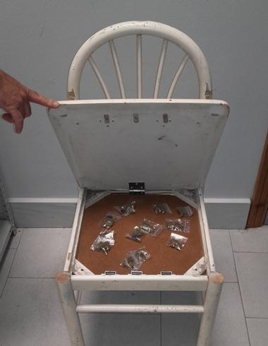 Catania/ marijuana 'custodita' nel telaio della sedia, arrestato pusher