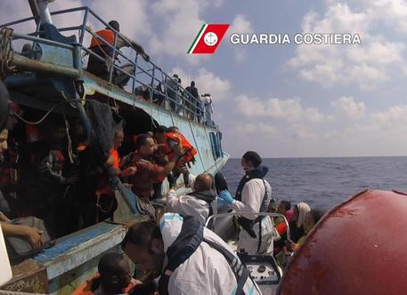 In nottata arrivati altri 1400 migranti a Messina e Pozzallo