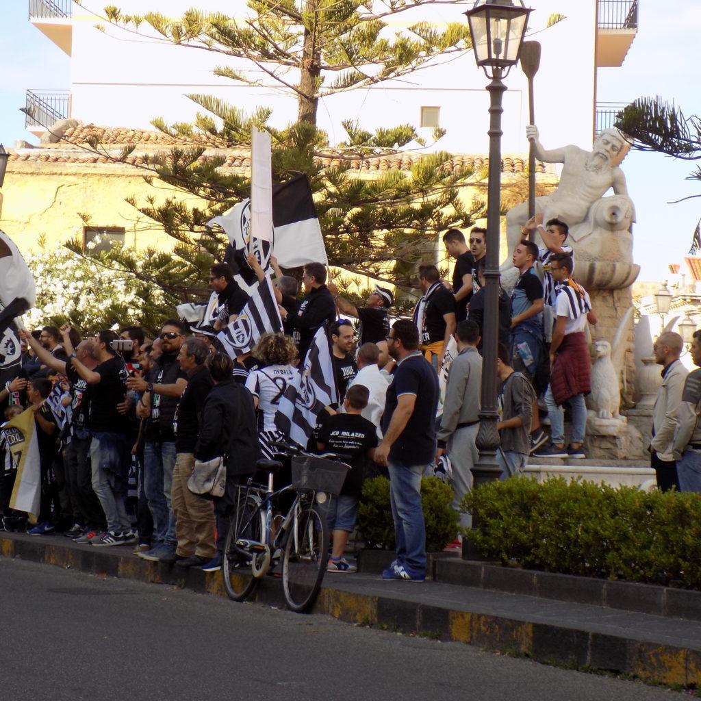 Grandi festeggiamenti in Piazza Caio Duilio per lo scudetto della Juve