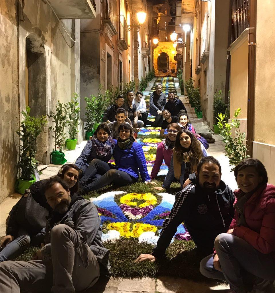 """""""Valorizzi-Amo la città"""", infiorata all'Arco dell'Annunziata a Chiaramonte"""