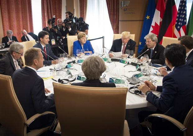 G7: bozza, difendere migranti e confini