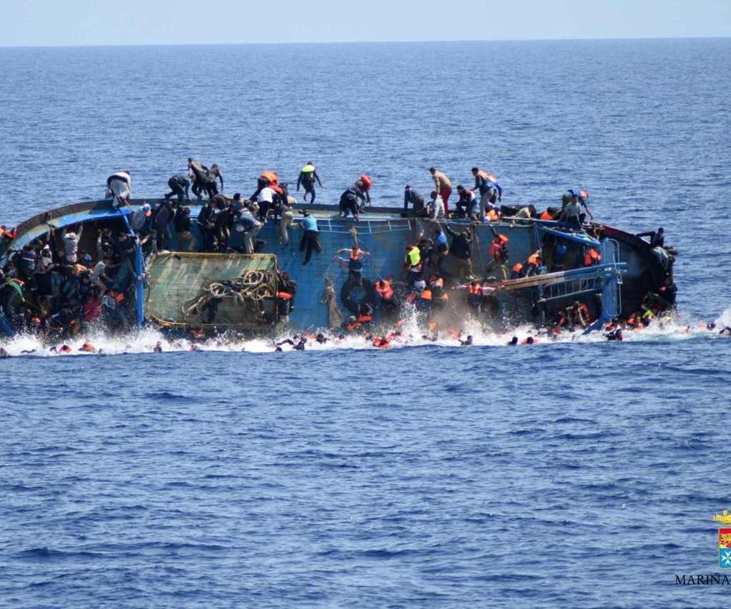 Si ribalta un barcone al largo della Libia, morti 20 migranti