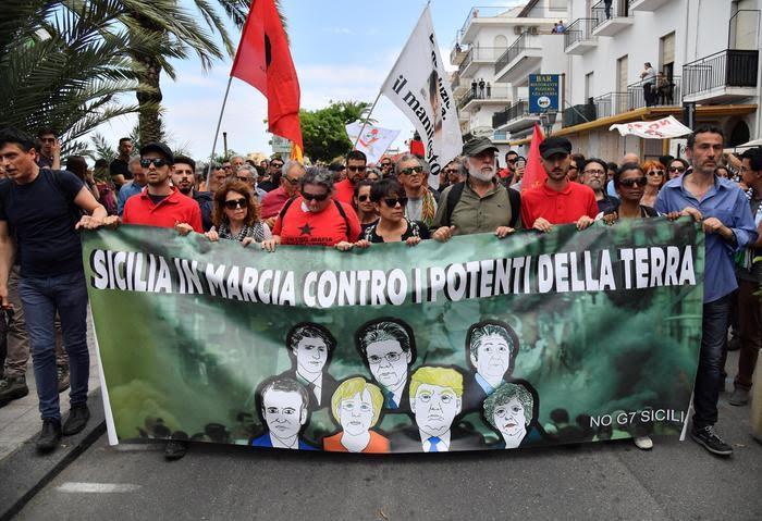 Corteo di Taormina, tra  festa,mondanità,culture diverse  e…..manganellate