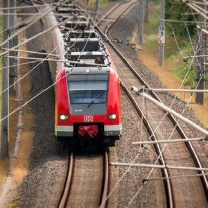 Trasporto ferroviario siciliano a rischio: lavoratori, pendolari e cittadini in piazza contro la Regione