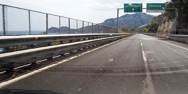 Autostrada troppo pericolosa, Accorinti scrive al Consorzio e alla Regione. Servirà?