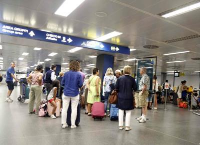 Maltempo, disagi nei trasporti: voli cancellati