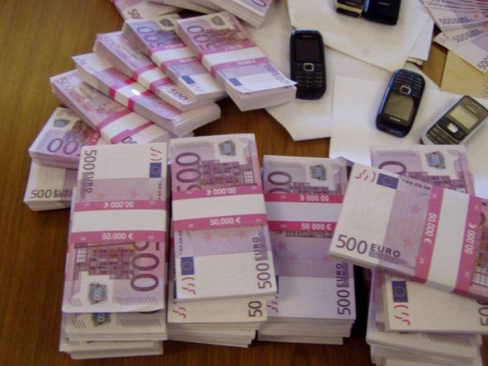 Bagni di banche e ristoranti intasati da banconote di 500 euro