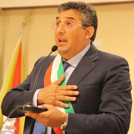 Ritirato il ricorso contro l'elezione,  Cuffaro resta sindaco di Raffadali