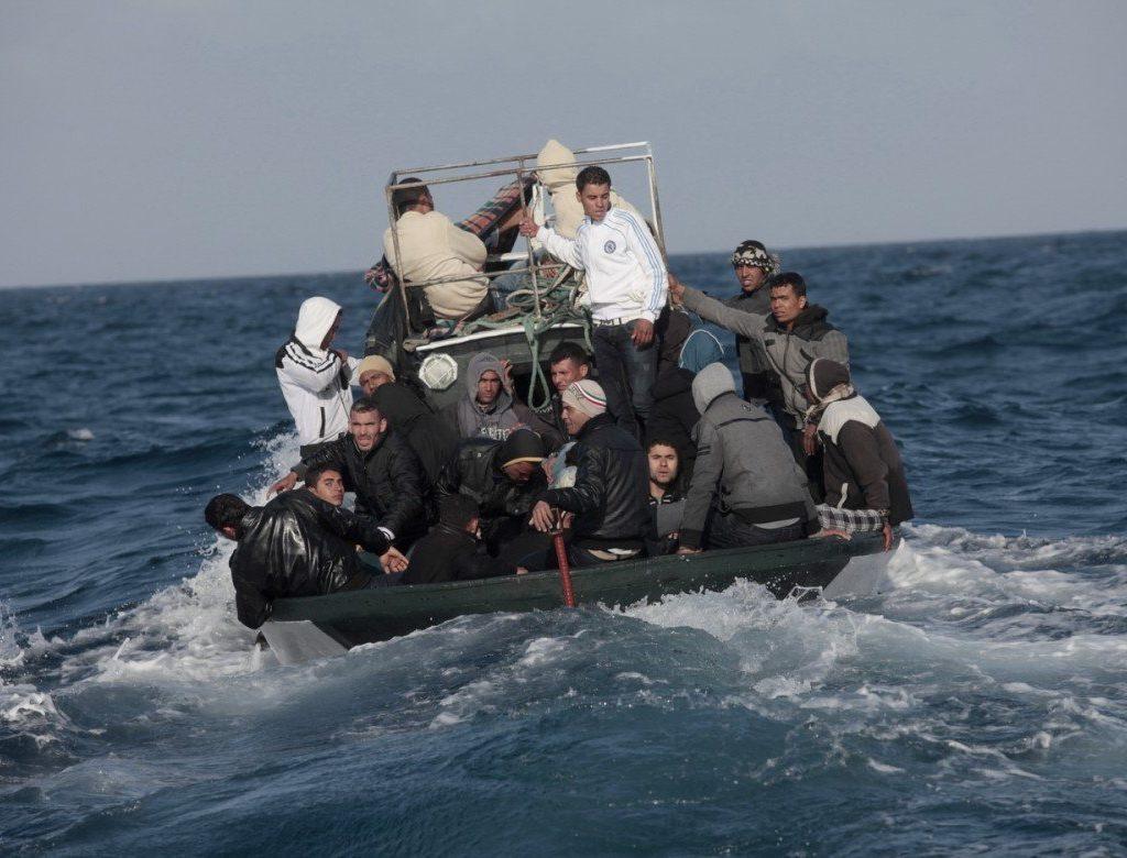 """Migranti/Sventato """"sbarco fantasma"""", fermato uno scafista"""