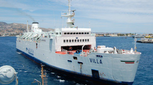 Da Messina traghetti a condizioni agevolate per raggiungere l'aeroporto di Reggio