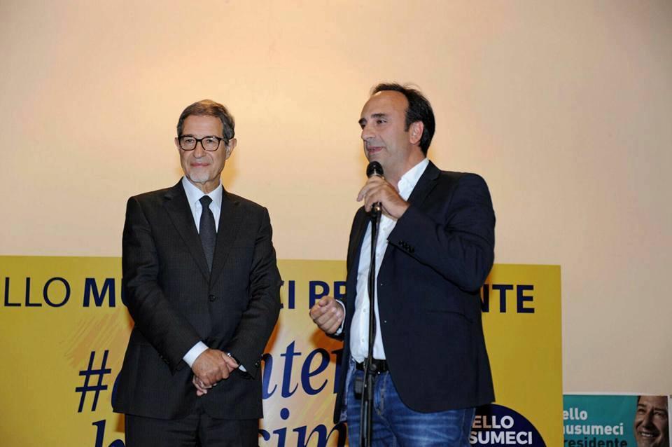 «La Sicilia va ricostruita», in migliaia a Barcellona Pozzo di Gotto per Musumeci e Galluzzo