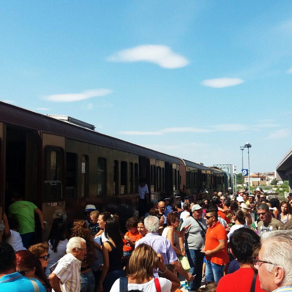 Sicilia: alla scoperta dei territori del vino e del gusto con i treni storici della fondazione Fs