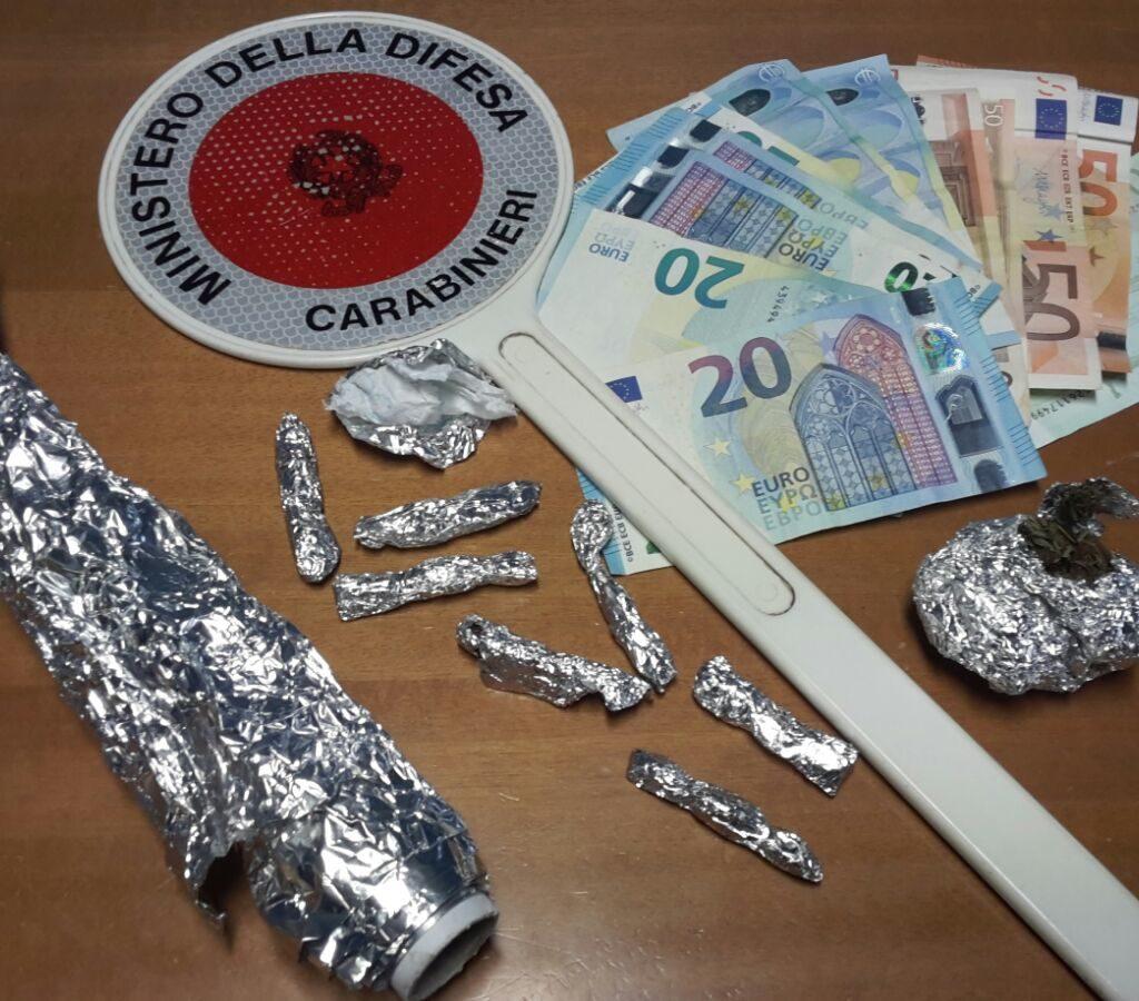 Due arresti per detenzione ai fini di spaccio di sostanze stupefacenti da parte dei Carabinieri della Stazione di Brolo.