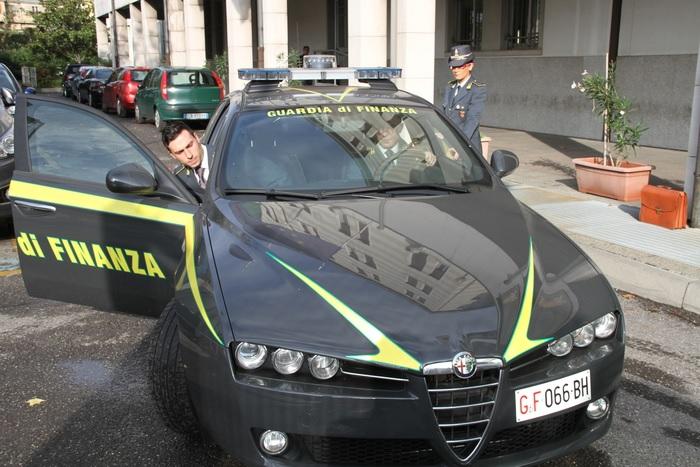 Mafia: mani clan dietro distributori carburante