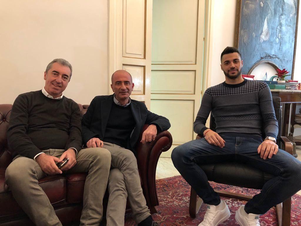 Milazzo/  Il campione italiano di salto in lungo, Antonio Trio ricevuto dal sindaco Formica