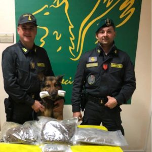 CATANIA: SEQUESTRATI 1,8 KG DI MARIJUANA. ARRESTATO UN CORRIERE CATANESE.