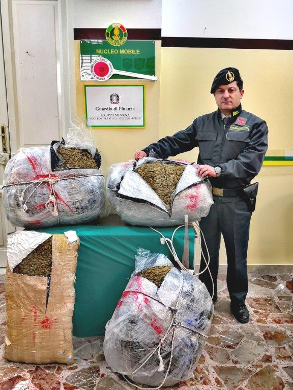 "Messina. Arrestato corriere della droga e sequestrati 57 chili di ""marijuana"""