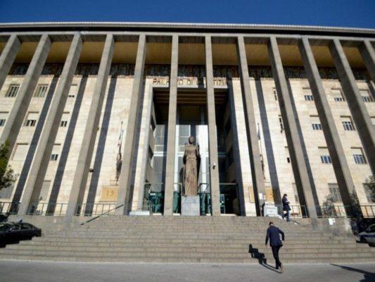 Giudice trova busta con escrementi nel suo ufficio a Catania