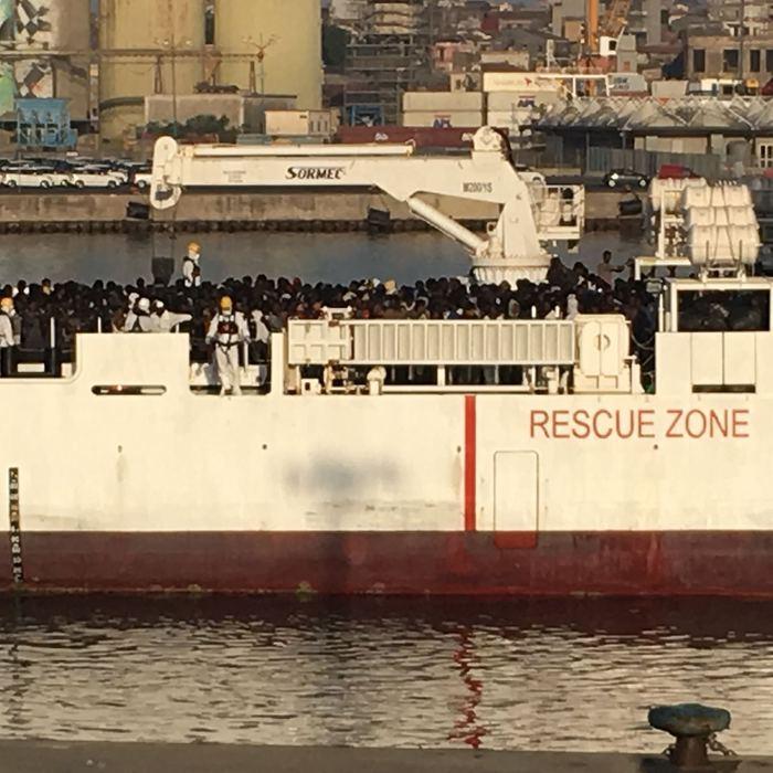 Nave Diciotti con 932 migranti arrivata a Catania