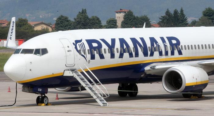 Malore copilota aereo dirotta a Trapani