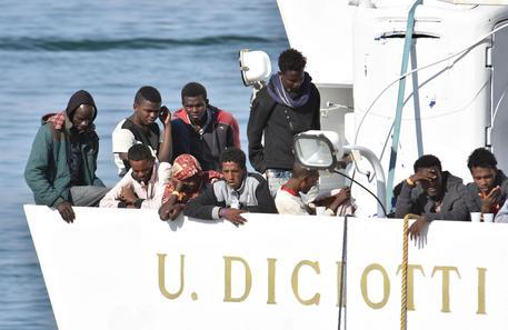 Quinto giorno nave Diciotti a Catania