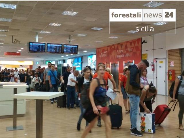 Boom di turisti al rientro. Lunghe code al Falcone Borsellino di Palermo