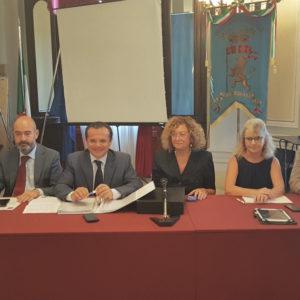 Il sindaco metropolitano De Luca ribadisce l'ordinanza di chiusura dei plessi scolastici non a norma