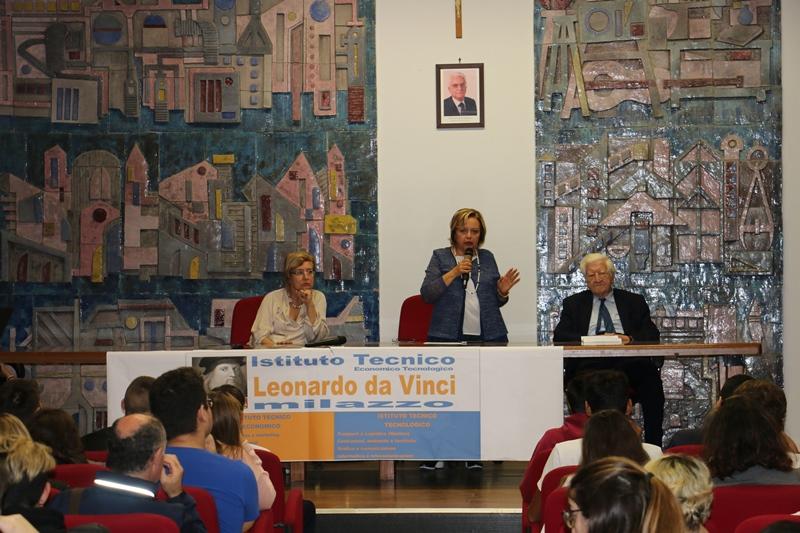LO SCRITTORE RANIERO LA VALLE INCONTRA GLI STUDENTI  DELL'ITET LEONARDO DA VINCI DI MILAZZO