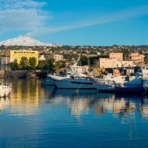 Catania/ Uccide il figlio di tre mesi lanciandolo a terra
