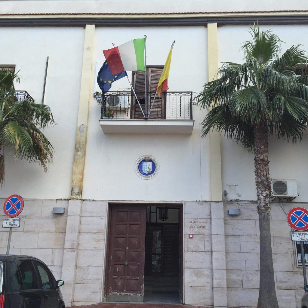 Consigliere comunale deve al fisco 212 euro, il tribunale lo dichiara decaduto: tremano i consigli di mezza Sicilia