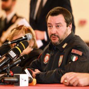 Agente in divisa pro Salvini a Partinico