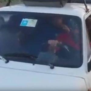 Fa entrare asino in una Fiat 126, processato
