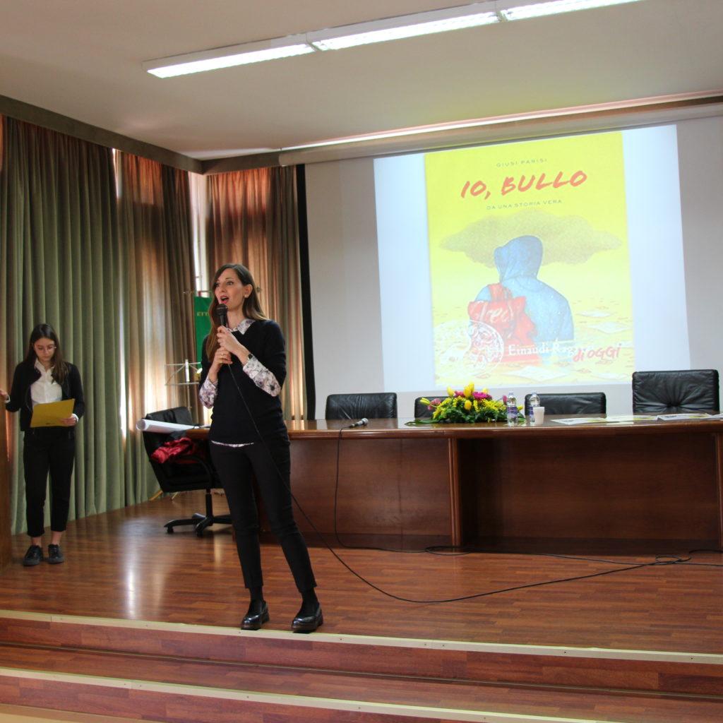 """""""Progetto lettura"""" al """"Majorana"""" di Milazzo con la scrittrice Giusi Parisi"""