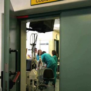 Parenti paziente morto minacciano medici
